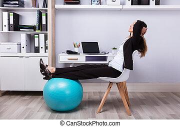 vista lateral, de, um, relaxado, executiva