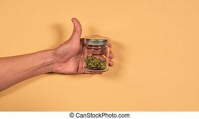 vista., marijuana, topo, configuração, man., mãos, banco, brotos, fresco, vidro, apartamento
