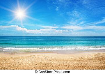 vista marina, y, sol, en, cielo azul, plano de fondo