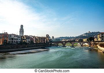 vista panorámica, de, ponte pietra, puente, en, verona, en, adige, río, veneto, región, italia