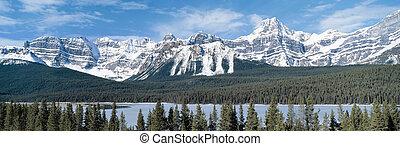 vista panorámica, en, montañas rocosas, columbia británica,...