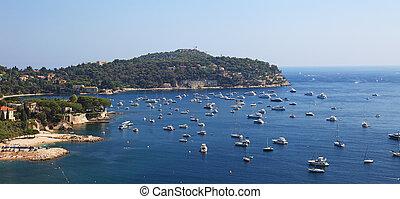 vista panoramic, de, um, beatufil, baía, perto, porto, de, cidade, de, agradável, france.