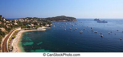 vista panoramic, de, um, beatufil, baía, perto, porto, de, cidade, de, agradável, france., d'azur cote, railroad.