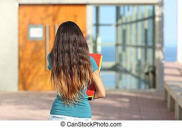 vista posteriore, di, uno, ragazza adolescente, camminando verso, il, scuola