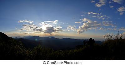 vista, punto, salida del sol, encima, el, montañas, tailandia