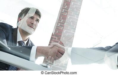 vista, saudação, aperto mão, de, sócios negócio