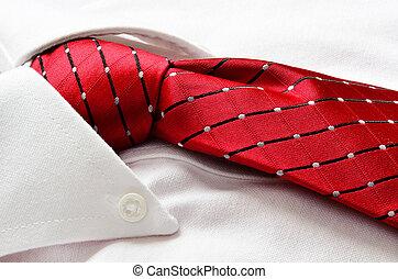 vista-se camisa, e, laço vermelho