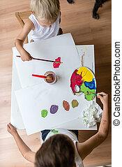 vista superior, de, duas crianças, quadro, com, aquarelas, com, escova, e, um, coloridos, paleta