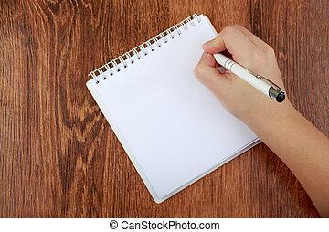 vista superior, de, em branco, caderno, e, mulher, mão, com, caneta, livre, space., menina, carta escrevendo, cópia, space., apartamento, configuração, ligado, madeira, fundo