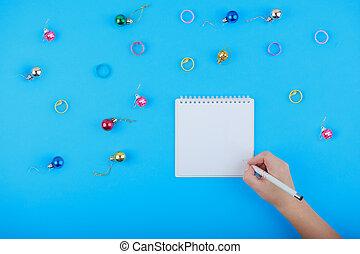 vista superior, de, em branco, caderno, e, mulher, mão, com, caneta, livre, space., menina, escrita, fazer lista, cópia, space., apartamento, configuração