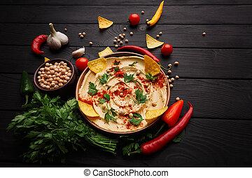 vista superior, de, um, hummus, composição, com, pimenta, salsa, temperos, ligado, um, madeira, experiência., hummus, receita, concept., cópia, space.