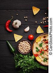 vista superior, de, um, hummus, ingredients., hummus, pimenta, verdes, e, lascas, ligado, um, madeira, experiência., hummus, preparação, concept.