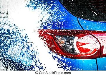 vista traseira, de, azul, compacto, suv, car, com, desporto, e, modernos, desenho, lavando, com, soap., car, coberto, com, branca, foam., cuidado carro, serviço, negócio, concept.