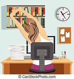 vista traseira, de, mulher jovem, sentando, e, esticar, ligado, local trabalho, em, escritório, ou, casa
