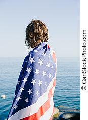 vista traseira, de, wet-haired, mulher, em, bandeira americana