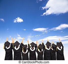 vista trasera, de, estudiantes, celebrar, graduación
