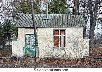 vita tegelsten, gammal, övergiven, grå, under, tak, skiffer, hus