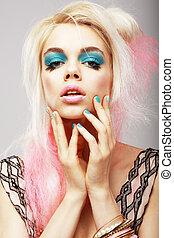 vitality., excêntrico, loura, com, teatral, cyan, makeup., tingido, cabelo cor-de-rosa
