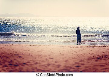 vivant, concept, sain, prendre, essaouira, vacances, gratuite, promenade, femme, plage., vitalité, coucher soleil, soin, avant