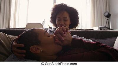 vivant, couple, lesbienne, romancing, salle