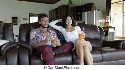 vivant, femme, entraîneur, salle, séance, couple, moderne, jeune, matin, conversation, appartement, studio, jus, intérieur, boisson orange, homme