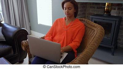 vivant, noir, ordinateur portable, maison, vue, fonctionnement, 4k, femme, salle