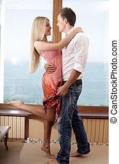vivant, romantique, danse, couple, jeune, ensemble, salle