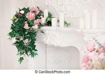 Vivant, salle, classique,  Bouquet, Printemps, il, intérieur, blanc, fleurs, cheminée