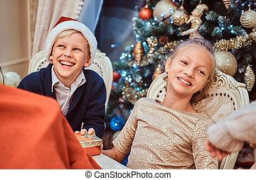 vivant, soeur, salle, séance, frère, élégant, noël., table, décoré