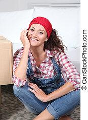 vivendo, mulher, sala, sentando, chão, logo, caixas