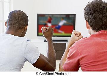 vivendo, televisão, sala, observar, homens, dois, alegrando