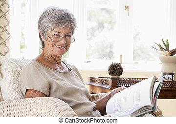 vivente, donna, stanza, libro, sorridente, lettura