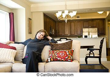 vivente, donna, stanza, rilassante, divano, maturo