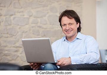 vivente, suo, stanza, laptop, attraente, uomo