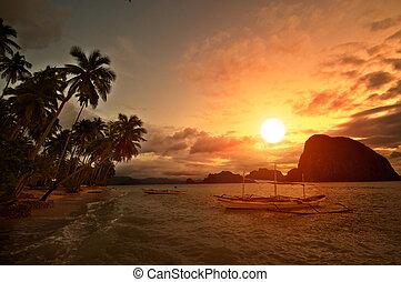 Vivid Getaway Sunset - Vivid Sunset in Getaway Tropical...