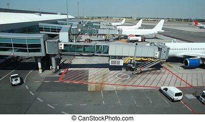 vliegtuigen, zetten, geparkeerd, op, terminal, van, luchthaven