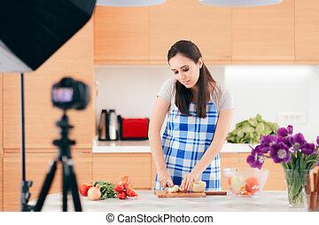 vlogger, cozinha, dela, filmando, vídeo, alimento, cozinhar, femininas