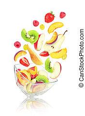 voando, salada fruta, em, bacia vidro, isolado, branco, fundo