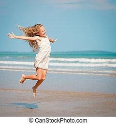 voando, salto, praia, menina, ligado, azul, costa mar, em, férias verão