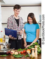 voedingsmiddelen, het koken, jonge familie