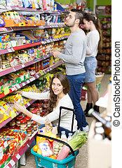 voedingsmiddelen, mensen, kopen, supermarkt