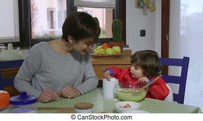 voedingsmiddelen, taart, het koken, mamma, kind