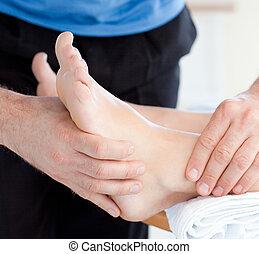 voet, het genieten van, close-up, vrouw, masseren