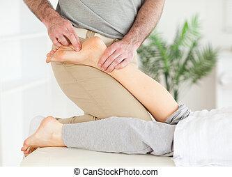 voet, masseur, customer's, masserende handen, vrouwlijk