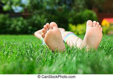 voetjes, op het gras, dichtbegroeid boven, foto