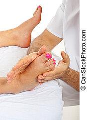 voetjes, vrouw, masseur, masserende handen