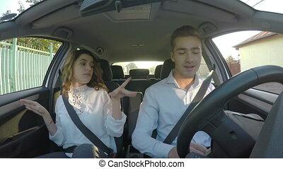 voiture, amants, chant, danse