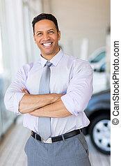 voiture, bras croisés, véhicule, salle exposition, vendeur