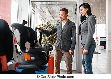 voiture, couple, siège, enfant, salle exposition, achat