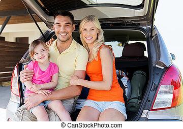 voiture famille, stationnement, maison, hayon, heureux